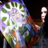 Marion Lucka : Frau mit Frühlingskrone (2015)