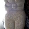 Marion Lucka: Katze, Sandstein 130 cm (1998)