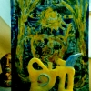Marion Lucka: Tonfiguren mit Sonnengemälde (1995)